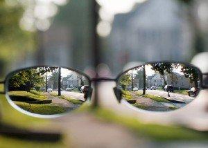 LA MYOPIE myopie-a-travers-des-lunettes-300x214
